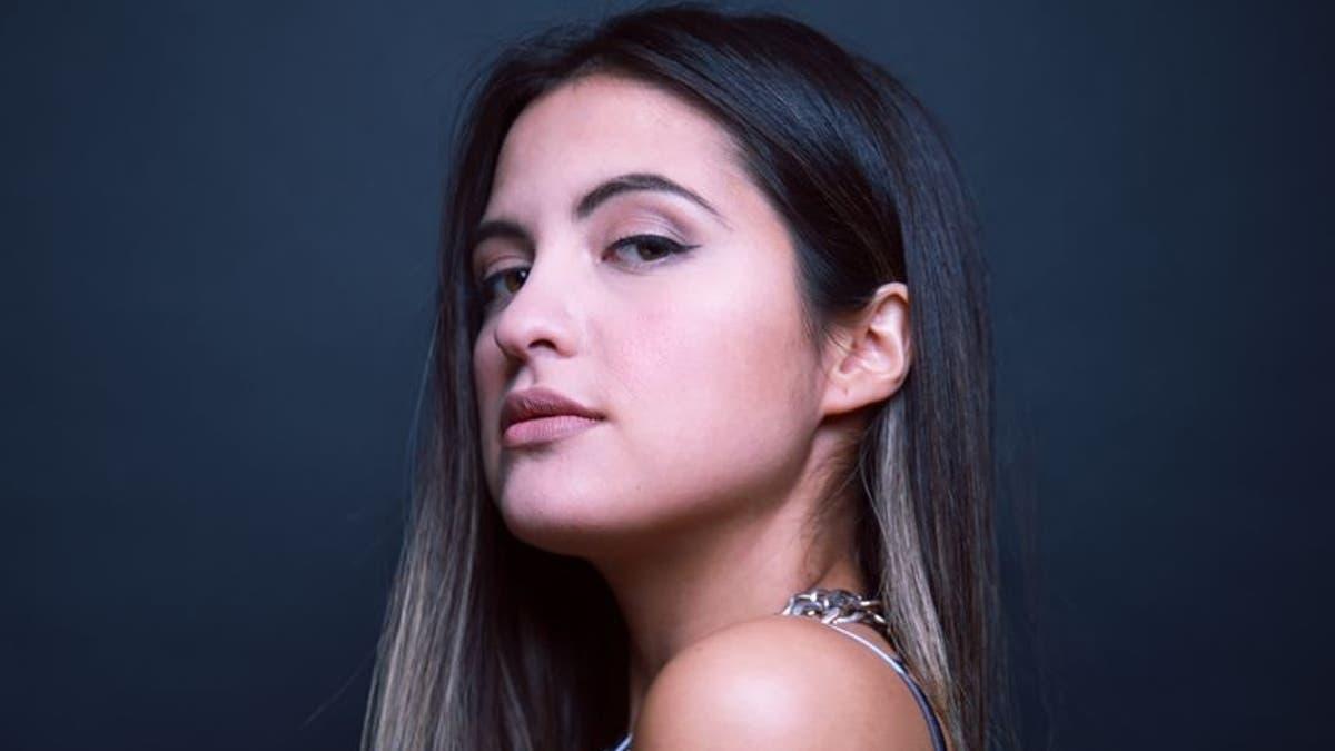 Maca Del Pilar Y Descarao Canción Principal De Amor A La Catalán Tele 13