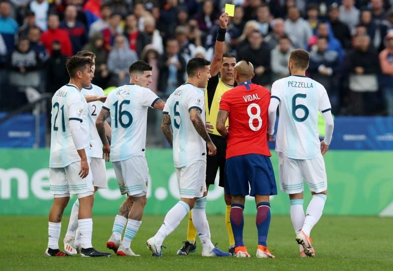 """Vidal y desahogo tras caer ante Argentina: """"El espectáculo lo hacemos los jugadores, no el árbitro"""""""