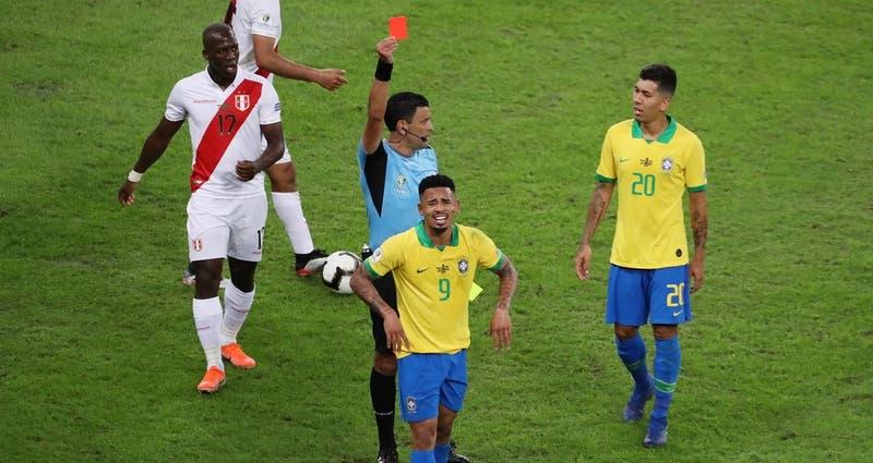 [VIDEO] ¿Era para tarjeta?: Roberto Tobar expulsó a Gabriel Jesus en la final de la Copa América