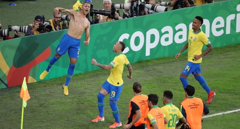 [VIDEO] Brasil toca la gloria: El 3-1 de Richarlison ante Perú que consagró el título