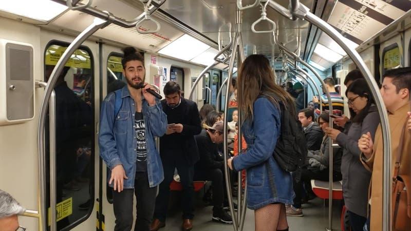 [VIDEO] ¿Molestan los músicos en los carros del metro?