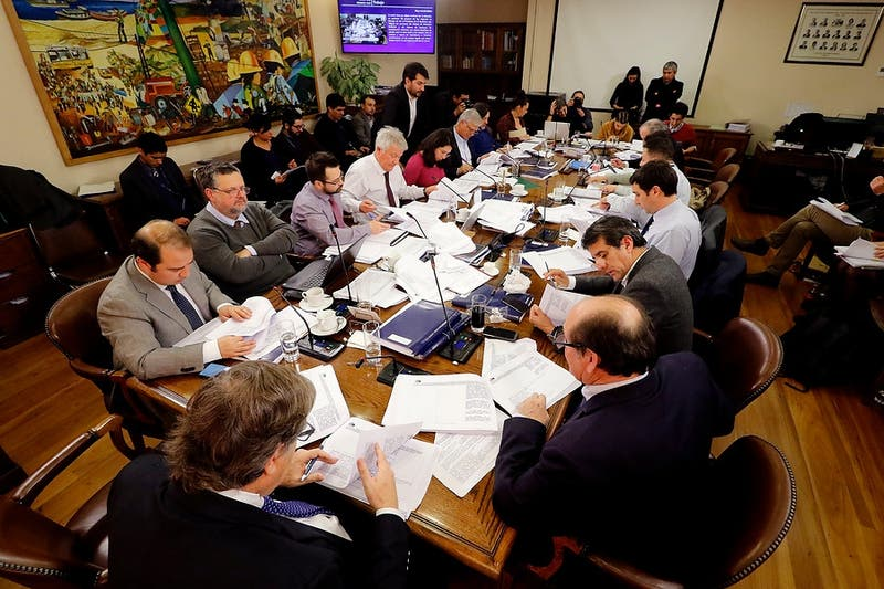 Comisión de Trabajo de la cámara de Diputados aprueba proyecto para reducir jornada laboral