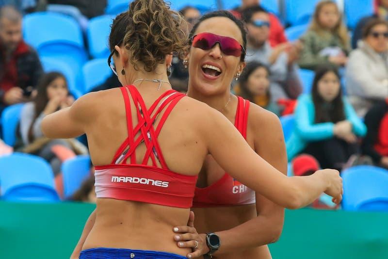 Francisca Rivas y Pilar Mardones acceden a cuartos de final en el vóleibol playa en Lima 2019