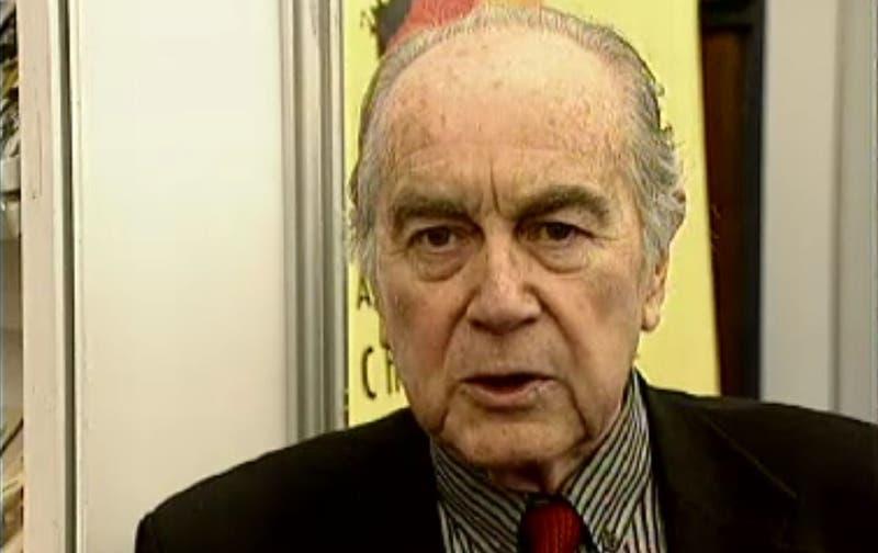 A los 91 años muere el escritor chileno Enrique Lafourcade