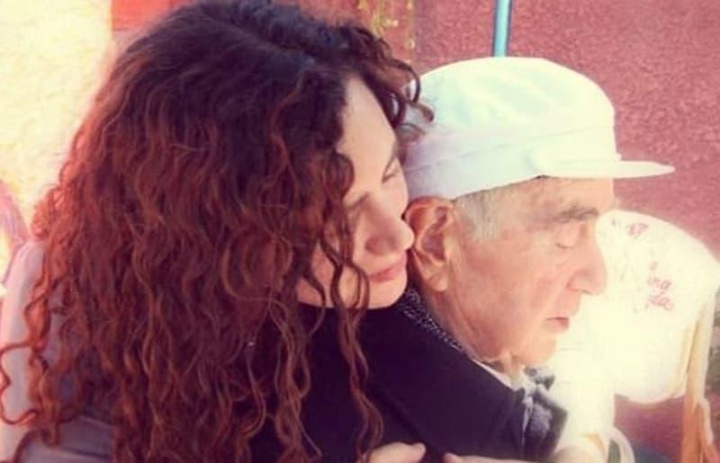Vuela como tu palomita blanca: El mensaje de Nicole Lafourcade para despedir a su padre