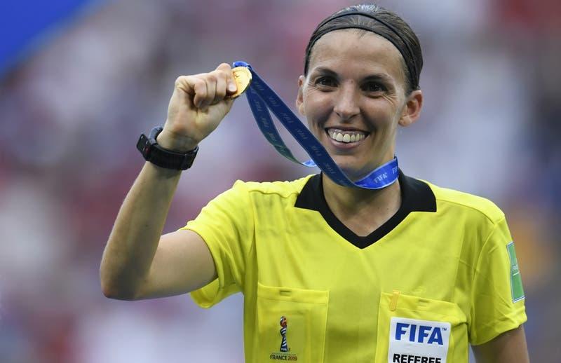 Francesa Stéphanie Frappart será la primera mujer que arbitrará la Supercopa de Europa