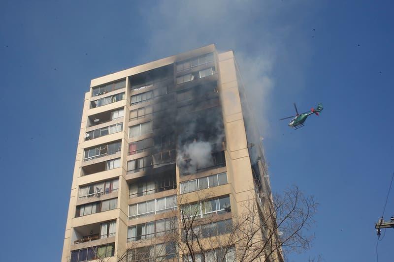 Alcalde de Recoleta confirma que no hay personas atrapadas en incendio de edificio