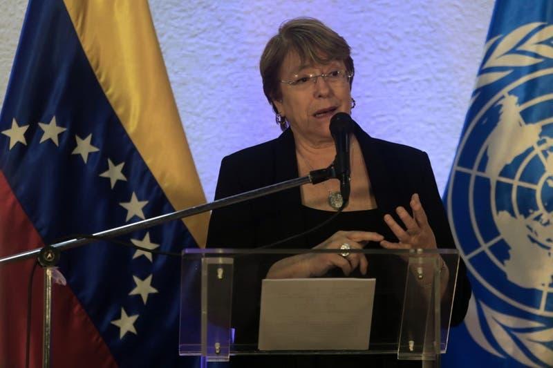 """Bachelet cuestiona sanciones económicas de Trump a Venezuela porque """"podría"""" exacerbar la crisis"""