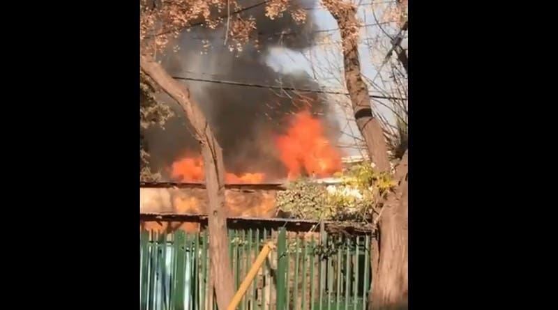 Incendios afectan a un edificio en Las Condes y un casa en Ñuñoa
