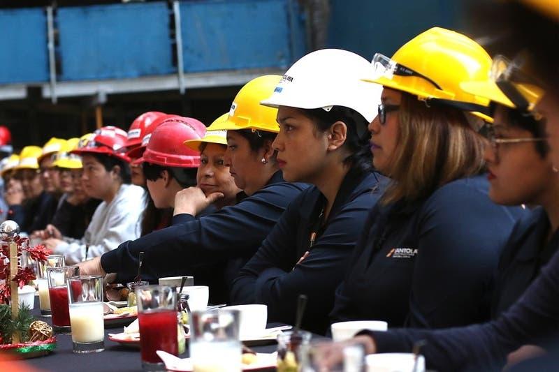 Ingreso per cápita en Chile aumentaría un 20% si mujeres y hombres asumen rol laboral igualitario
