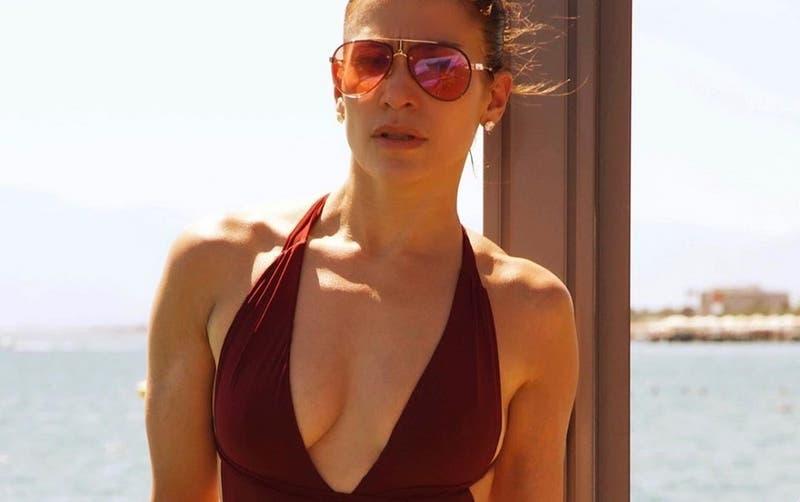 [FOTO] El osado traje de baño de Mayte Rodríguez que es igual al que usó Jennifer Lopez en Europa