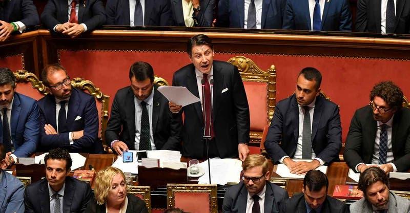Primer ministro italiano anuncia dimisión