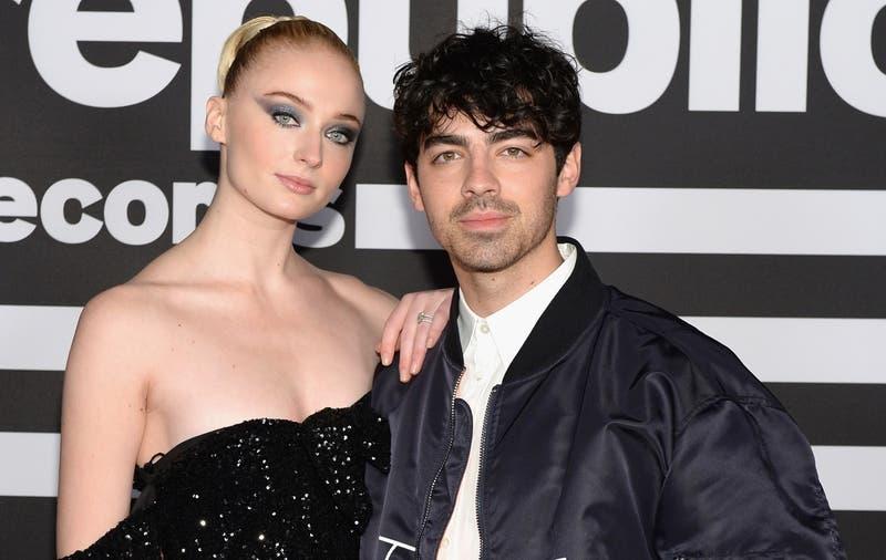 """""""La nueva y la ex"""": Sophie Turner le copió el vestido a Taylor Swift para el cumpleaños de Joe Jonas"""