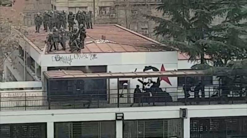 Siguen los incidentes en el I. Nacional mientras centro de alumnos se reúne con el alcalde