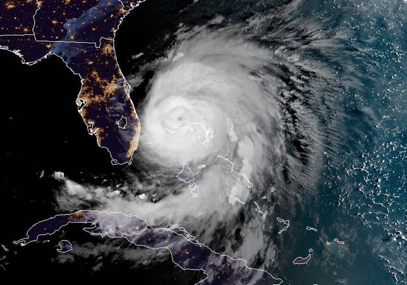 Huracán Dorian se debilita a categoría 2, pero sigue siendo una seria amenaza