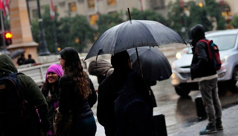 Precipitaciones se registrarán durante este viernes en Santiago