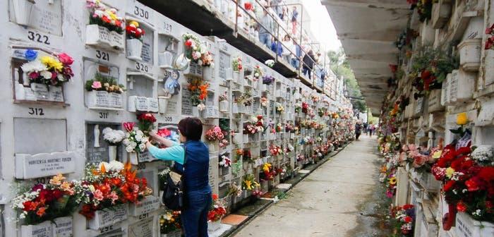"""Colombia: Decretan el cierre de cementerios y la gente tiene """"prohibido morirse"""""""