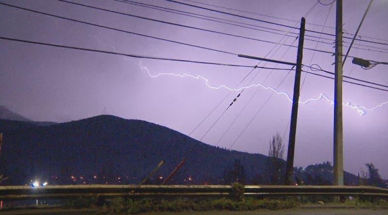 ¿Cómo fue la tormenta eléctrica que se registró en Santiago?