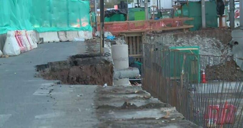 Reparación de socavón en Américo Vespucio tardará hasta el sábado