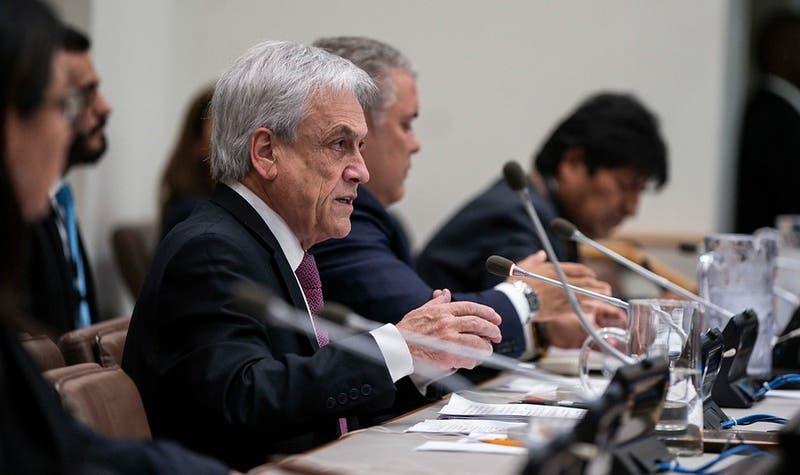 """Piñera califica de """"estúpida"""" la guerra comercial y pide poner atención en el camio climático"""