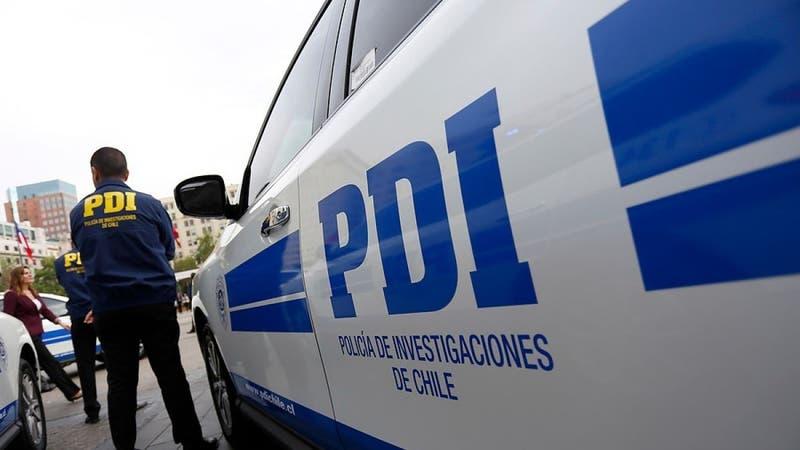 Mujer murió apuñalada mientras esperaba la micro en Santiago Centro