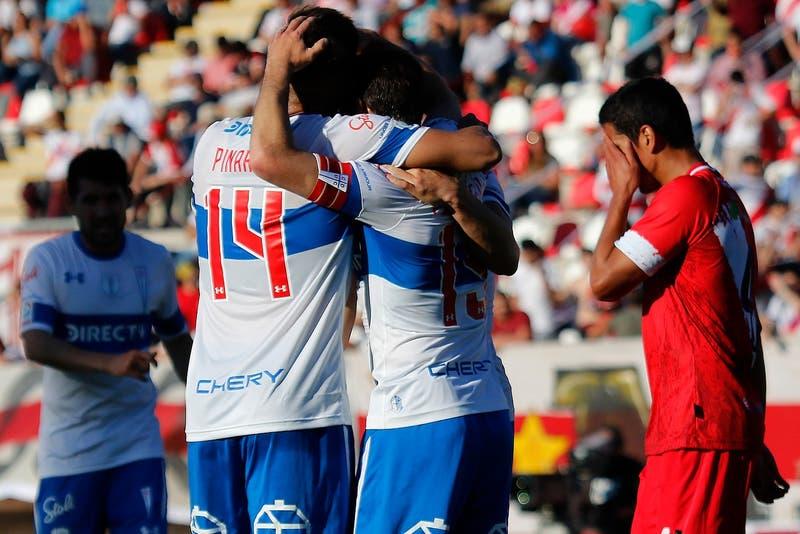 Universidad Católica sigue líder tras derrotar a punta de golazos a Curicó Unido