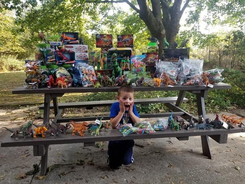 Un niño de cinco años que sobrevivió al cáncer donó 3.000 juguetes al hospital donde fue atendido