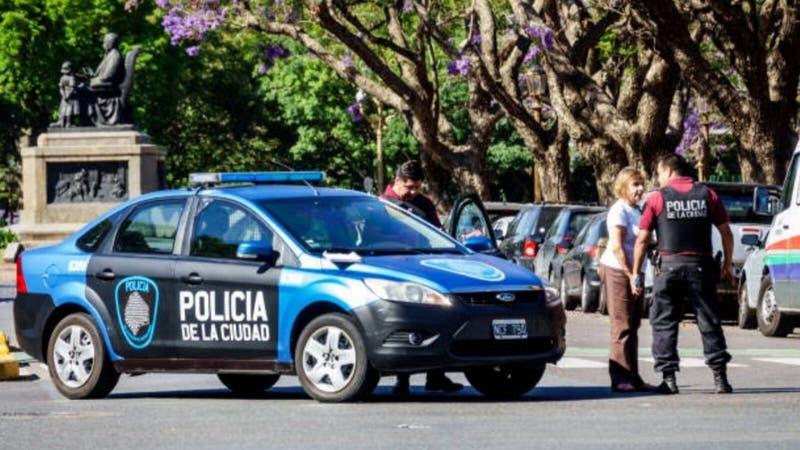 Policía y ladrón se emborrachan juntos y agreden a otros tres oficiales en Argentina