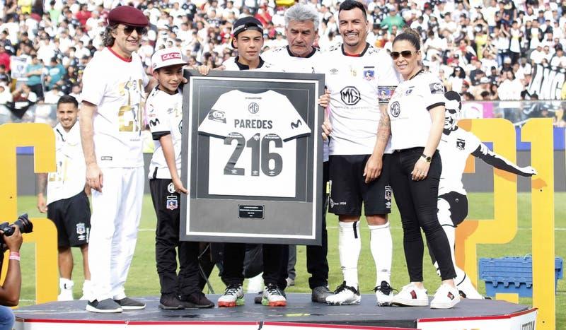 """Colo Colo homenajea a Paredes como goleador del fútbol chileno: """"Esto es para todos ustedes"""""""