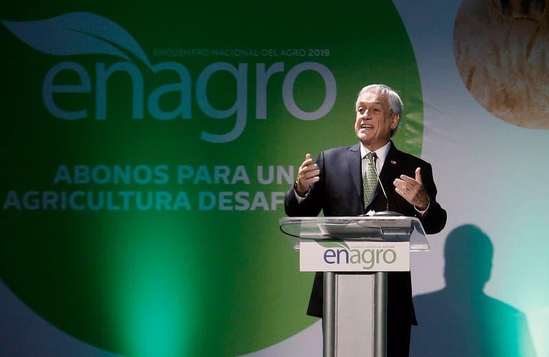 """Piñera vuelvea calificar de """"irresponsable"""" proyecto de 40 horas ante empresarios agrícolas"""