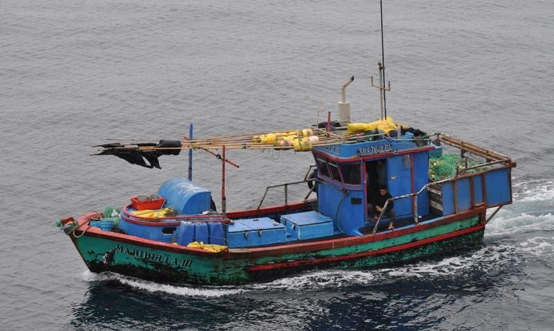 En menos de 36 horas: Armada captura a 3 embarcaciones peruanas que pescaban en territorio chileno