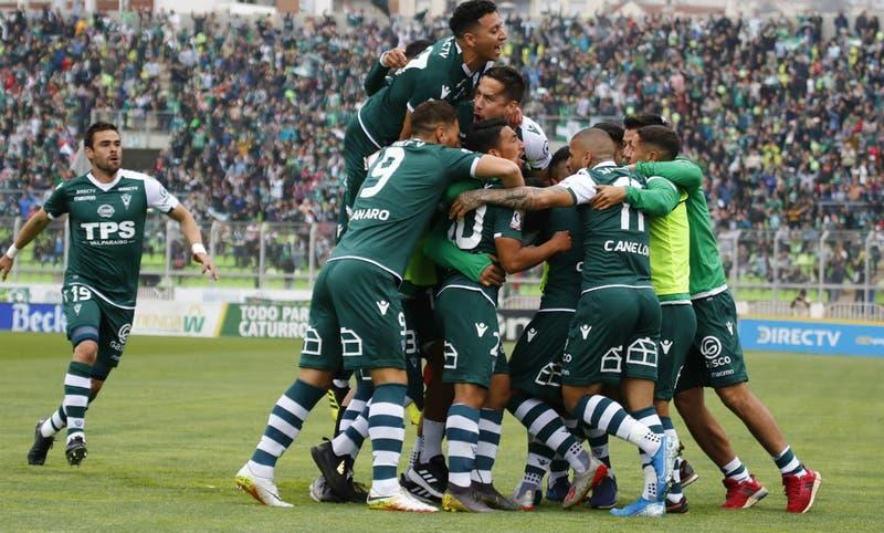 """Locura en el puerto: Santiago Wanderers queda a """"cuatro finales"""" de volver a Primera"""