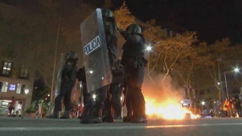 [VIDEO] Segundo día de graves incidentes en Barcelona: 25 detenidos y 74 heridos