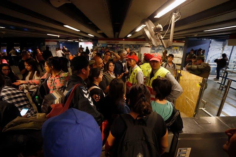 """Sindicato de Metro pide cerrar """"toda la red inmediatamente"""" y solicita resguardo para el personal"""