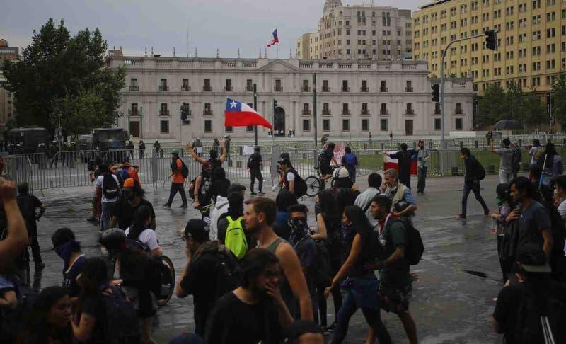 Piñera plantea intención de terminar con los toques de queda