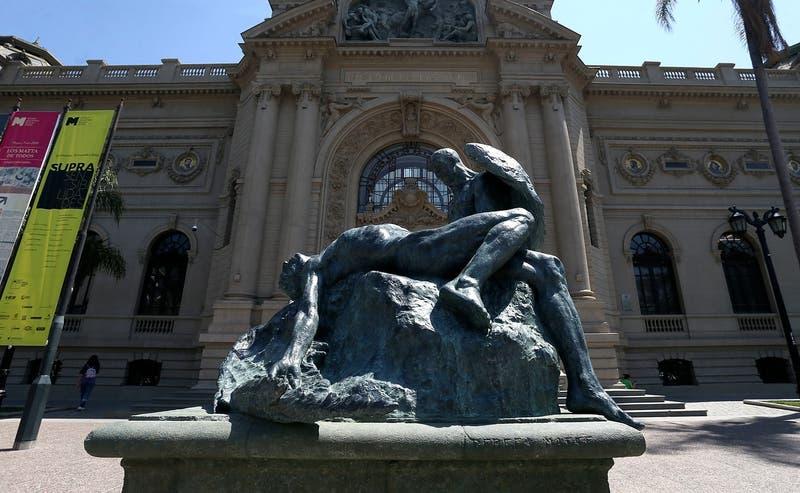 Museo de Bellas Artes llama a no limpiar esculturas a voluntarios