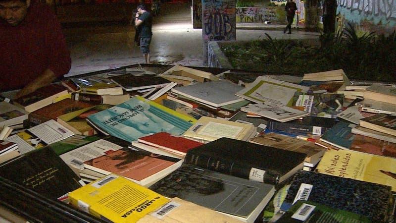 [VIDEO] Café literario fue vandalizado: Roban colección de libros avaluada en 132 millones de pesos