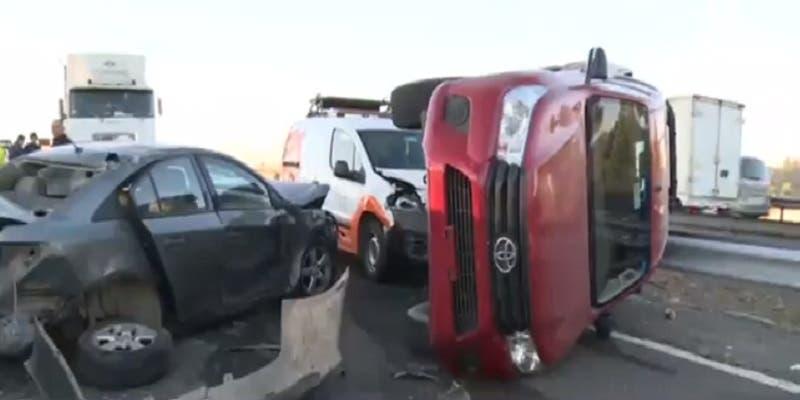Un choque múltiple deja tres lesionados en la Autopista del Sol