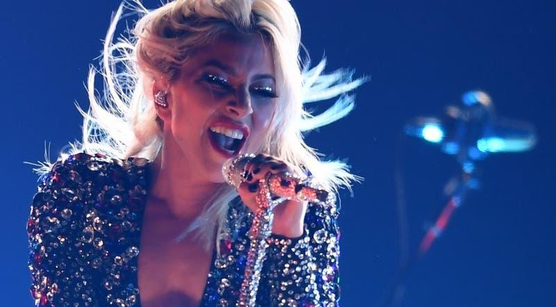"""""""Estoy devastada"""": Lady Gaga comparte preocupante foto y reveló estar """"muy enferma"""""""