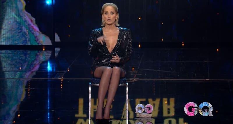 Sharon Stone revive ESA escena de Bajos instintos en gala de GQ