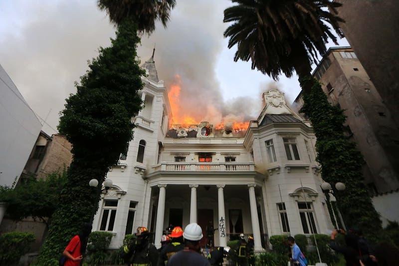 De casa quinta a Universidad Pedro de Valdivia: La historia del recinto se incendió en Santiago