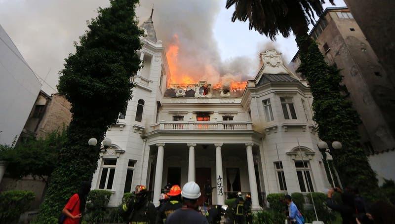 Rector de la UPV estima que daños en edificio patrimonial ascenderían a los mil millones de pesos