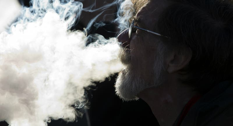 Evidencias confirmarían que acetato de vitamina E provoca enfermedad pulmonar vinculada al vapeo