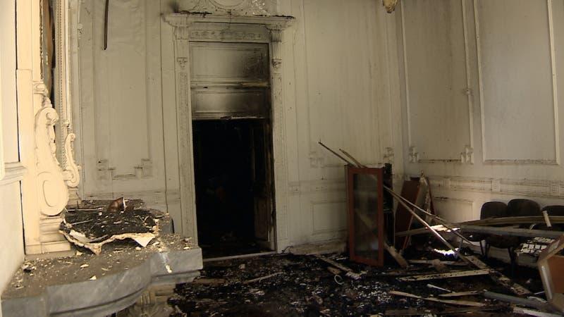 [VIDEO] Así quedó la histórica casa Schneider tras ataque durante manifestación
