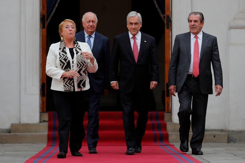 Presidente Piñera se reunió con Frei y Lagos y habló con Bachelet