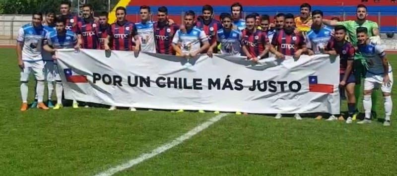 El lienzo en apoyo a las manifestaciones que lucieron Iberia y Deportes Recoleta en Segunda División