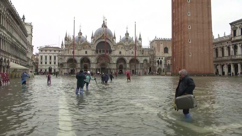 Mayores inundaciones en 50 años mantienen paralizada a Venecia