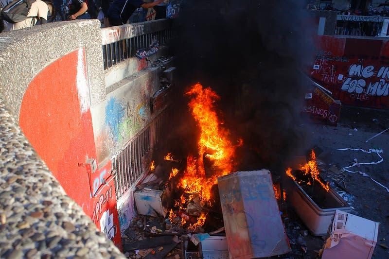 Prisión preventiva para tres imputados por incendio en inmediaciones de Plaza Italia