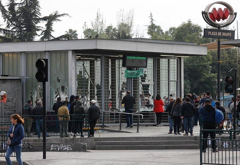 Tránsito en Plaza de Maipú se encuentra bloqueado debido a barricadas