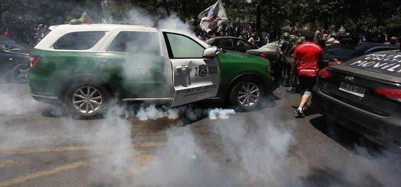 Carabineros revela imágenes del vehículo atacado este miércoles en la Alameda